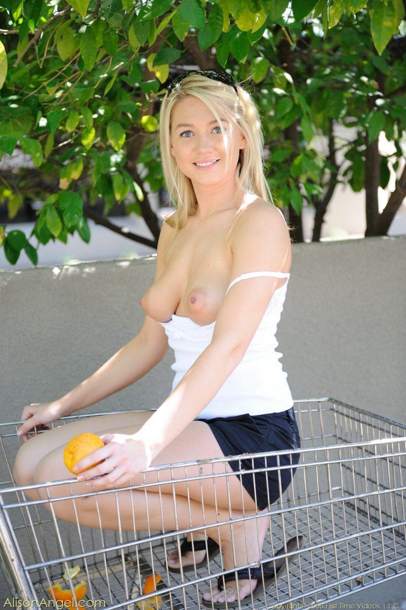 alison angel shopping cart oranges blnde naked in public 01 800x1203