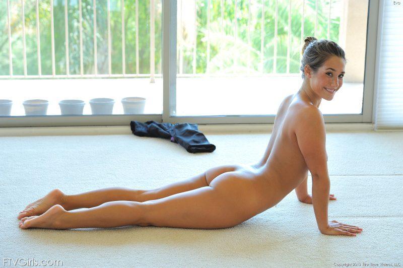 eva flash public jogging workout nude yoga ftvgirls 42 800x532