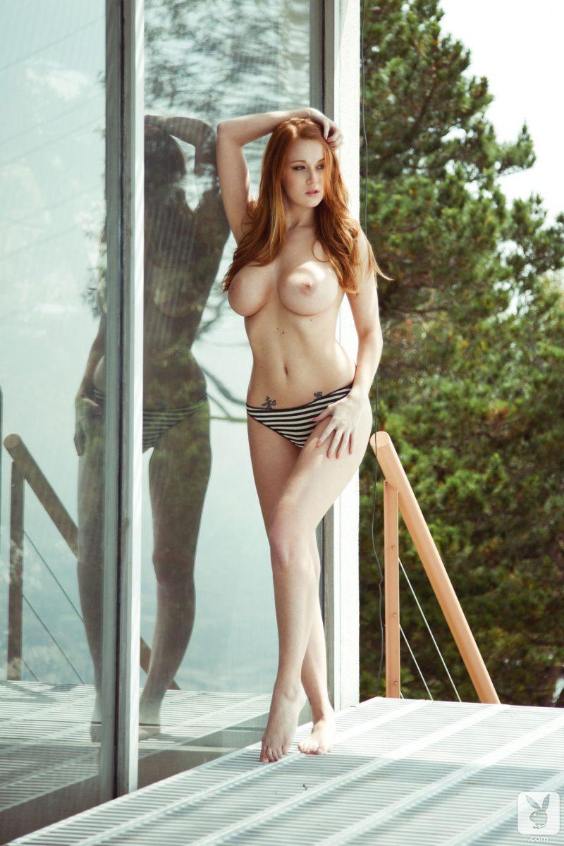 Julia Decker  nackt