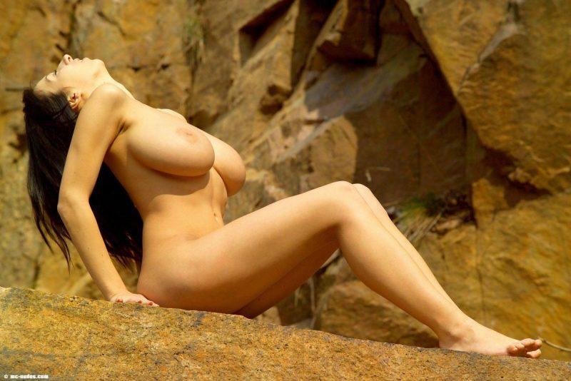 maria swan tits nude on rocks mcnudes 02 800x534