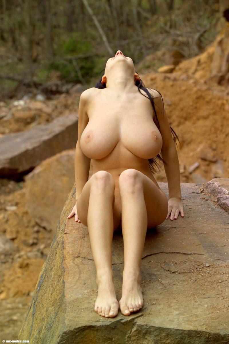 maria swan tits nude on rocks mcnudes 04 800x1200