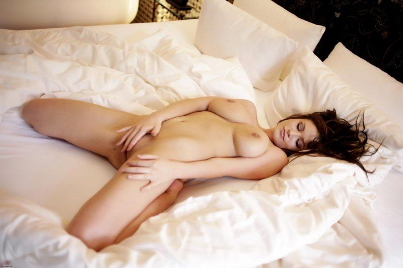 naked girls in bedroom nude mix vol4 12 800x533