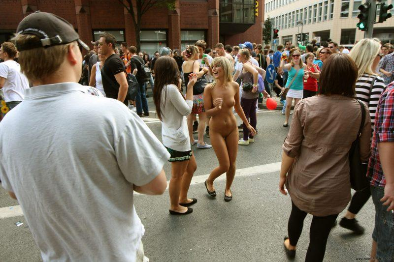 naked girls in public mix vol5 75 800x533
