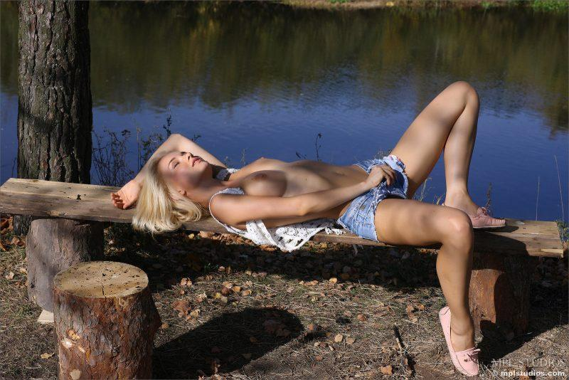 nude girls in jeans shorts mix 16 800x534
