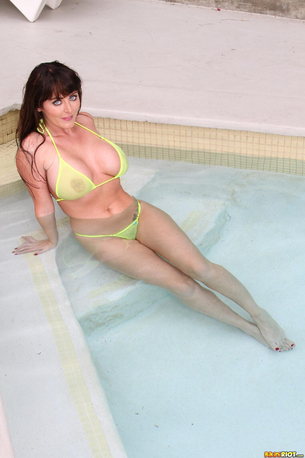sophie yellow pic002