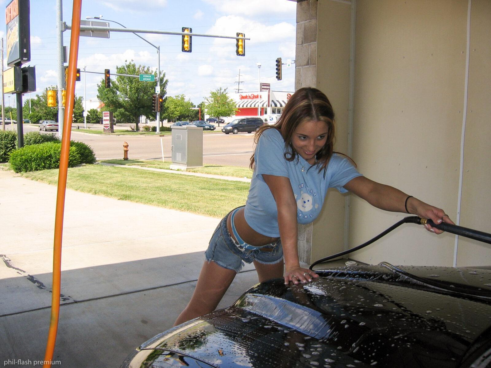 Amy Jo Johnson Topless nikki sims - car wash flash topless - bod girls