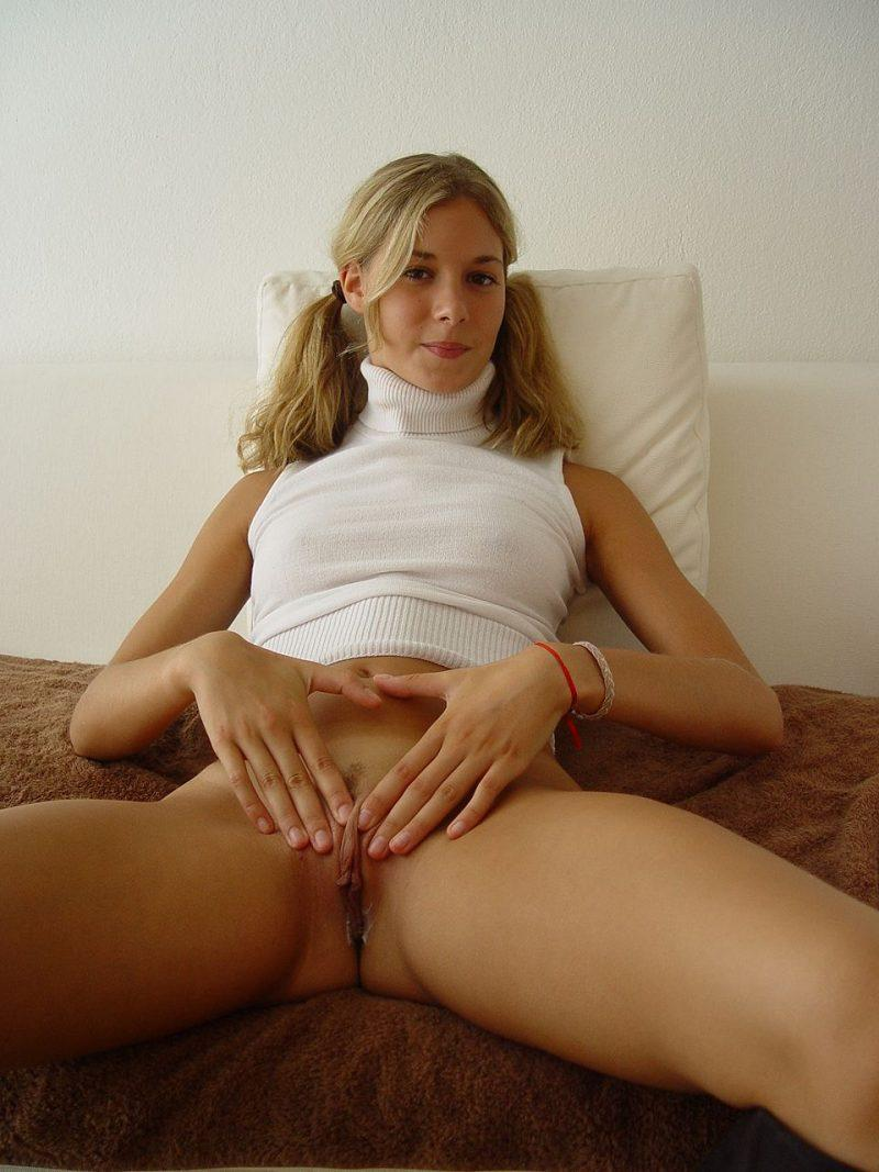 blonde amateur bottomless naked 65 800x1067