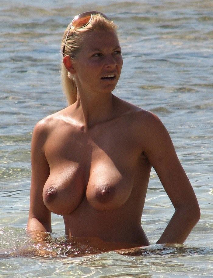 busty beach girl 07