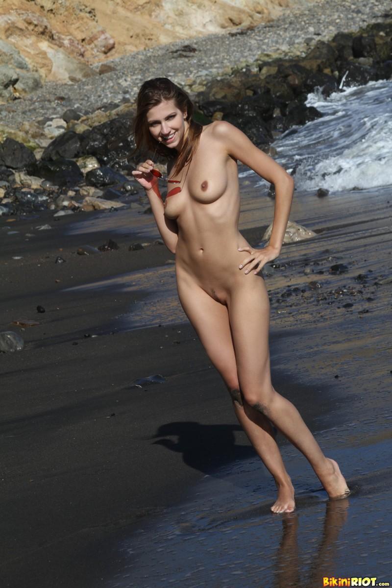 eufrat beach bikiniriot 11 800x1200