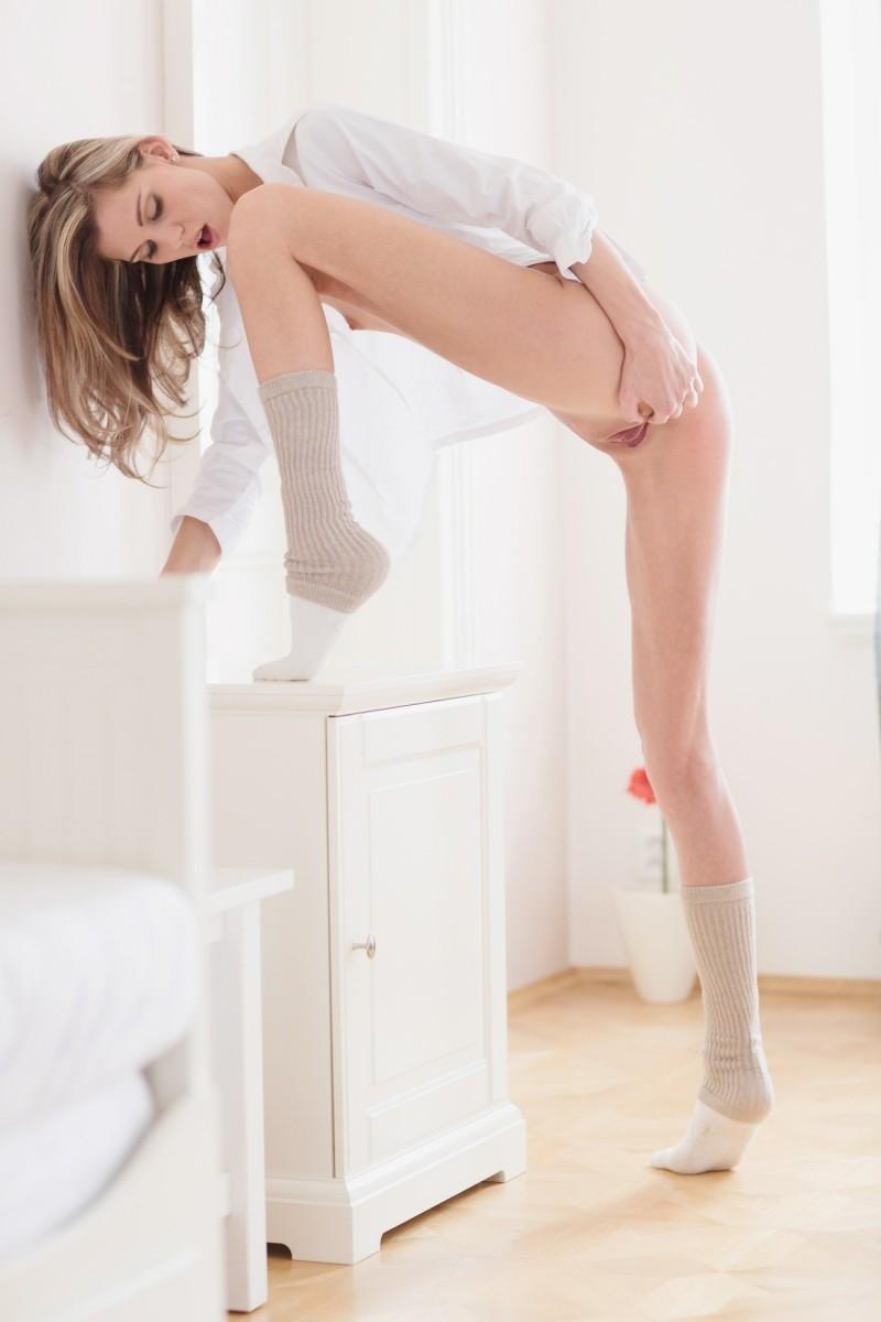 girls nude in socks 43 800x1200
