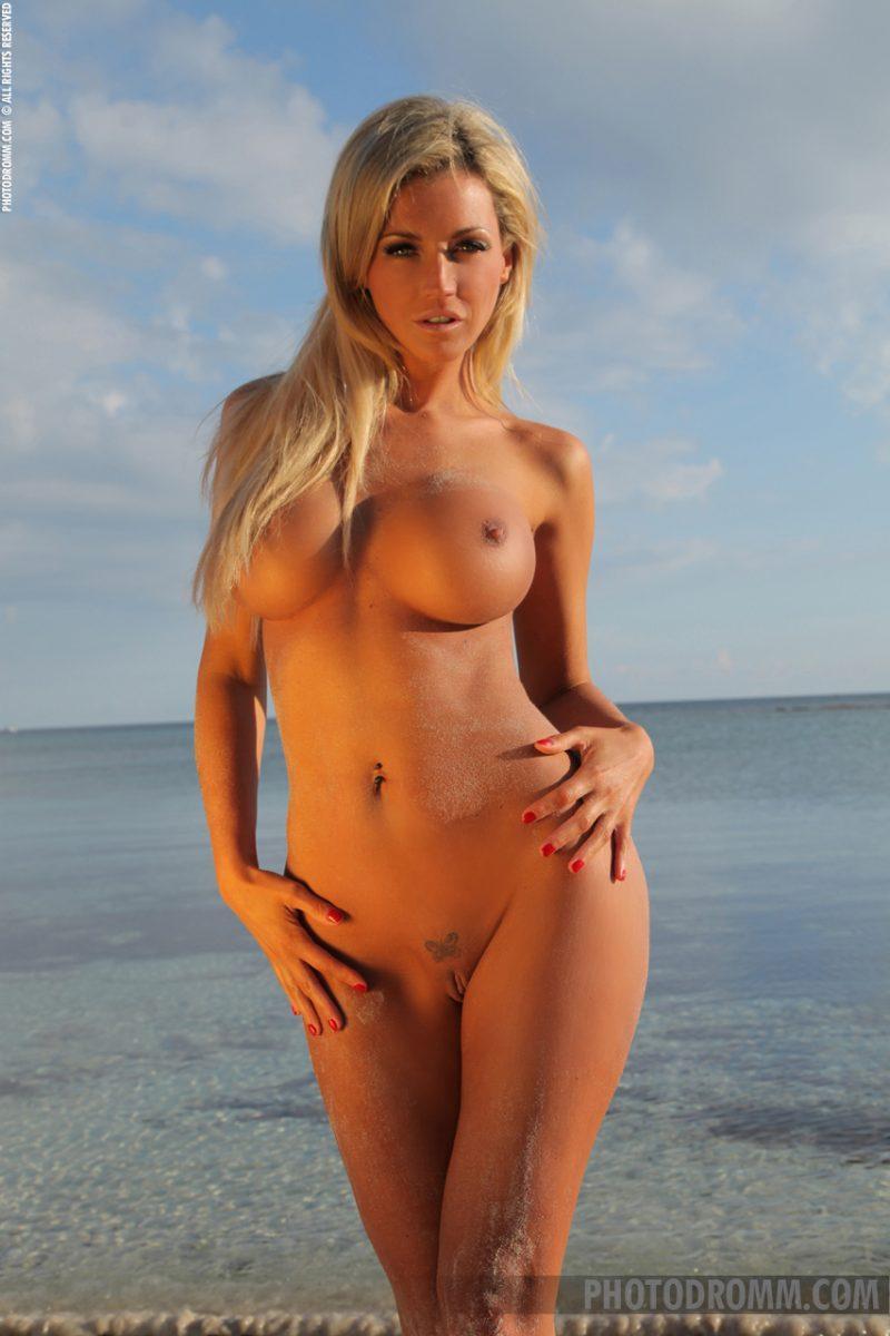 holly henderson tits seaside naked sunglasses photodromm 07 800x1200