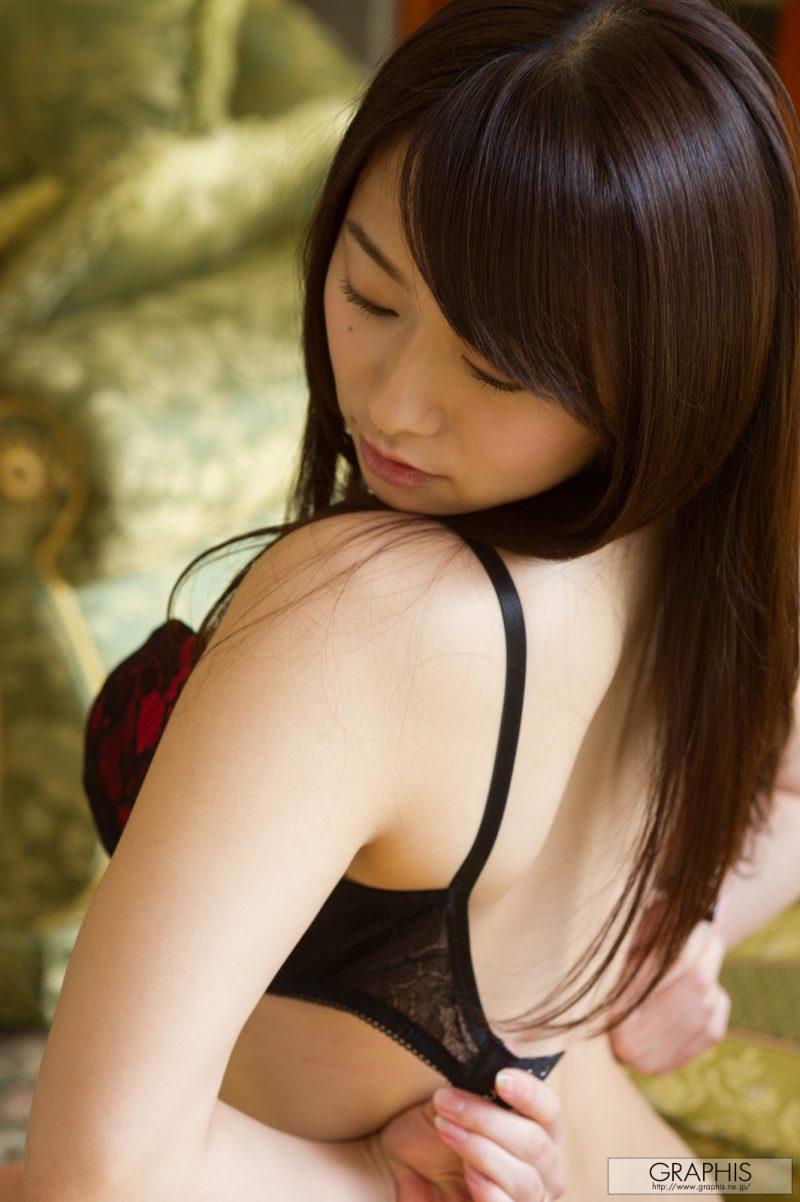 marina shiraishi japanese busty asian girl nude graphis 22 800x1202