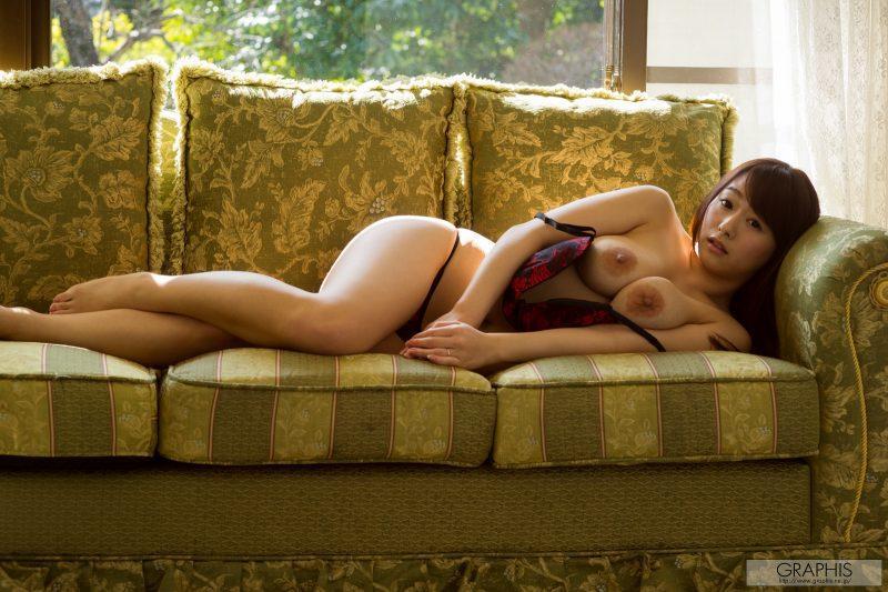 marina shiraishi japanese busty asian girl nude graphis 27 800x533