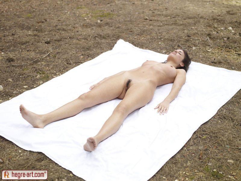 muriel naked in woods hegreart 05 800x600