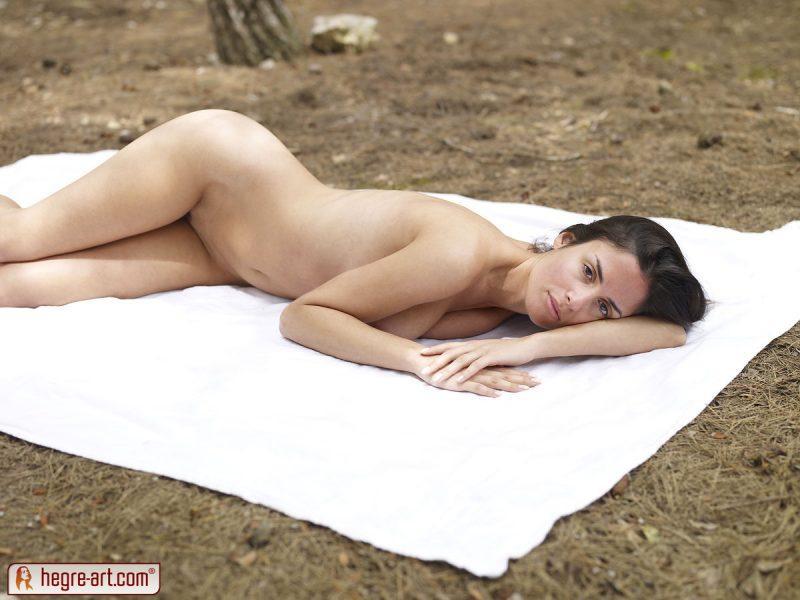 muriel naked in woods hegreart 06 800x600