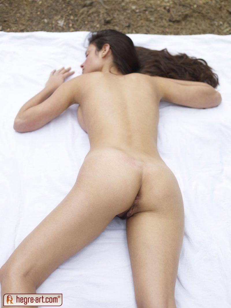 muriel naked in woods hegreart 11 800x1067