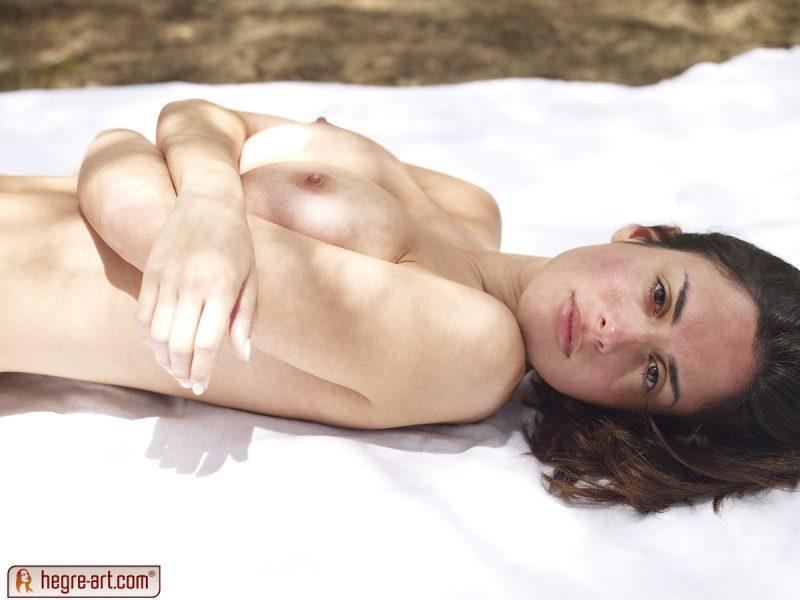 muriel naked in woods hegreart 14 800x600