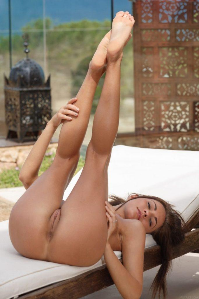 nude girls with legs up mix 03 800x1200