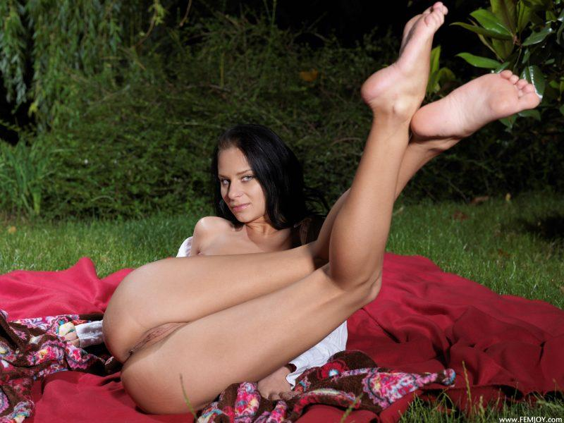 nude girls with legs up mix 06 800x600