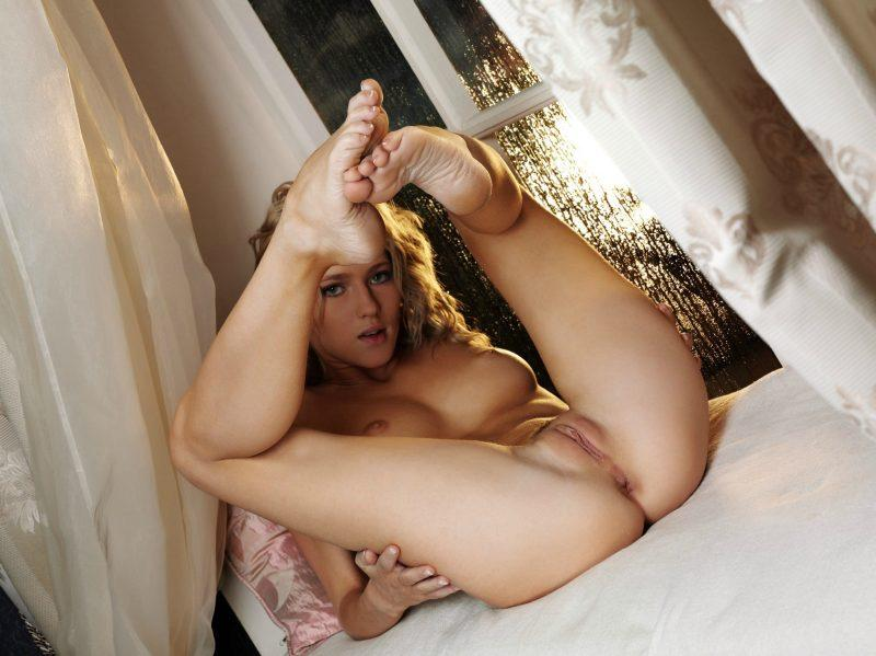 nude girls with legs up mix 17 800x599