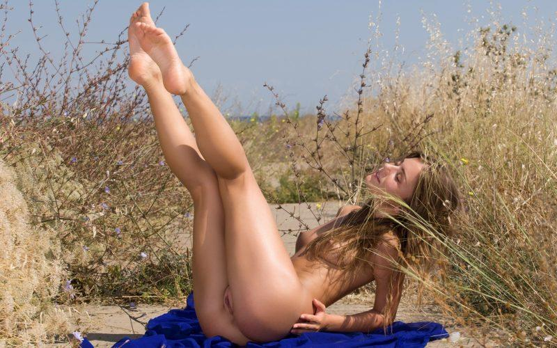 nude girls with legs up mix 40 800x500