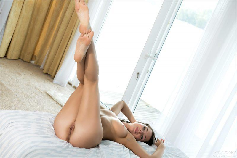 nude girls with legs up mix 55 800x534