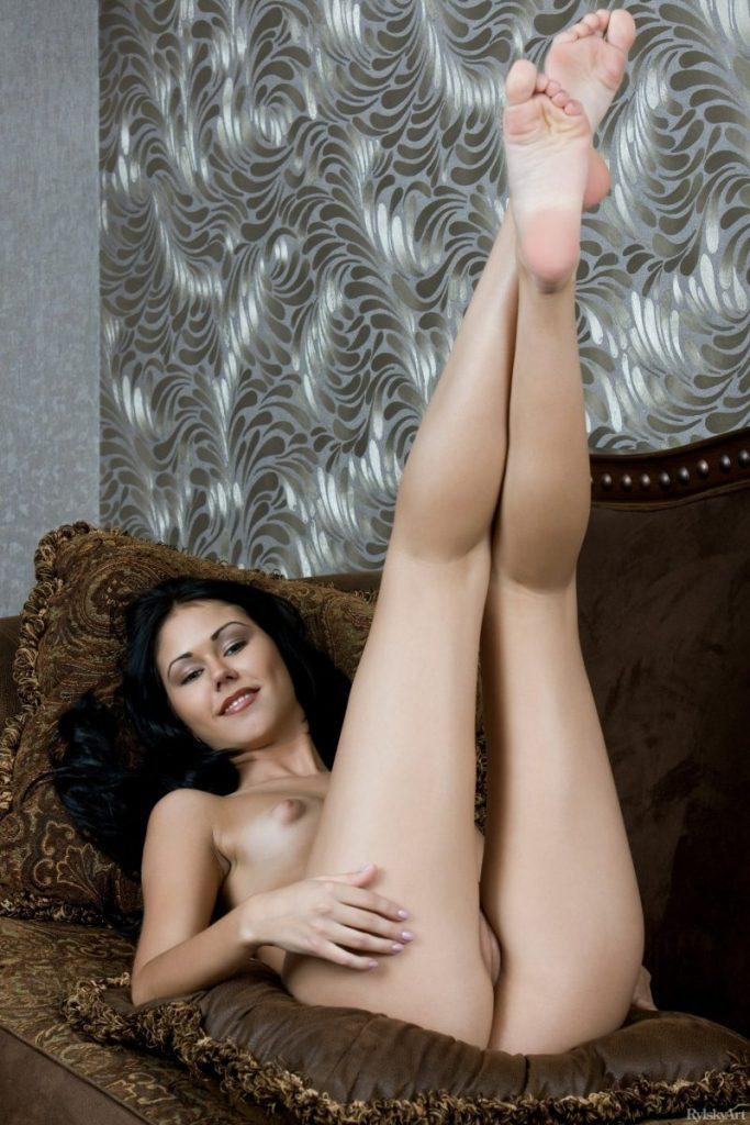 nude girls with legs up mix 85 800x1200