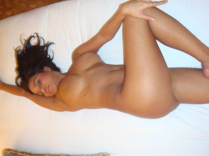 tanned brunette amateur in hotel room 23 800x600