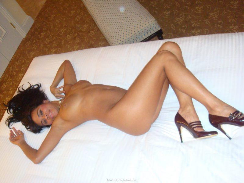 tanned brunette amateur in hotel room 27 800x600