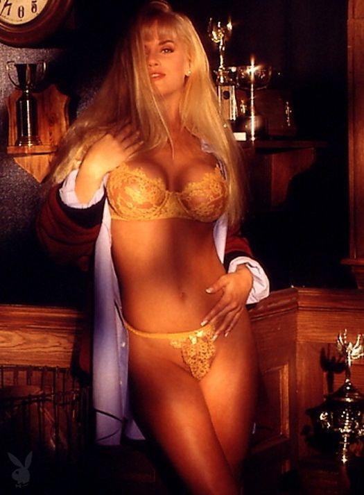 Jenny McCarthy Nude Sexy 1 1024x680002