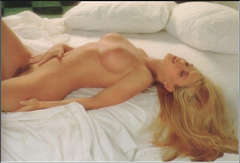 Jenny McCarthy Nude Sexy 1 1024x680010