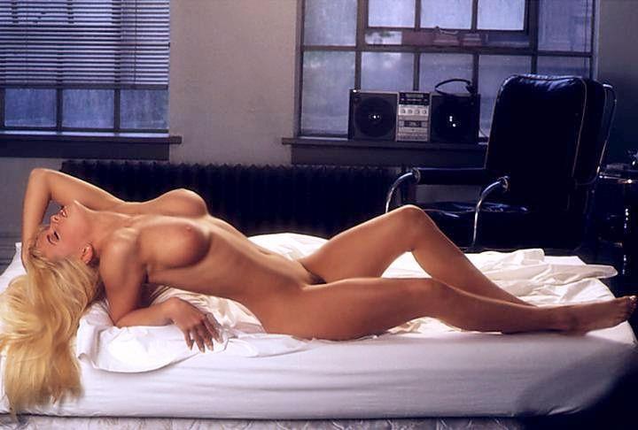Jenny McCarthy Nude Sexy 1 1024x680016