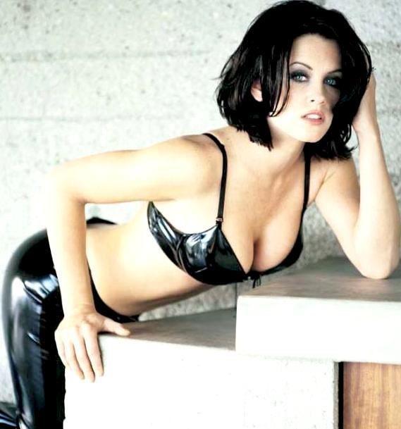 Jenny McCarthy Nude Sexy 1 1024x680027