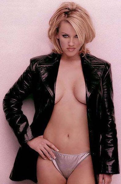 Jenny McCarthy Nude Sexy 1 1024x680031