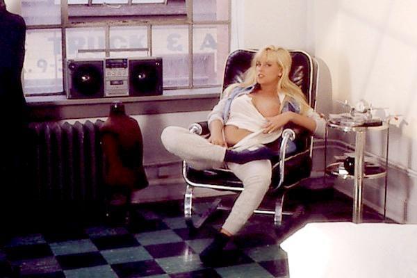 Jenny McCarthy Nude Sexy 1 1024x680039