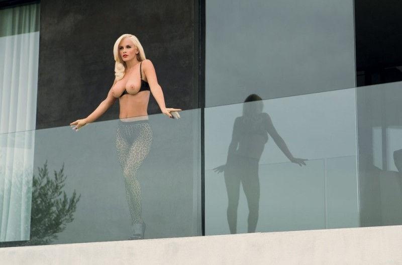 Jenny McCarthy Nude Sexy 1 1024x680041