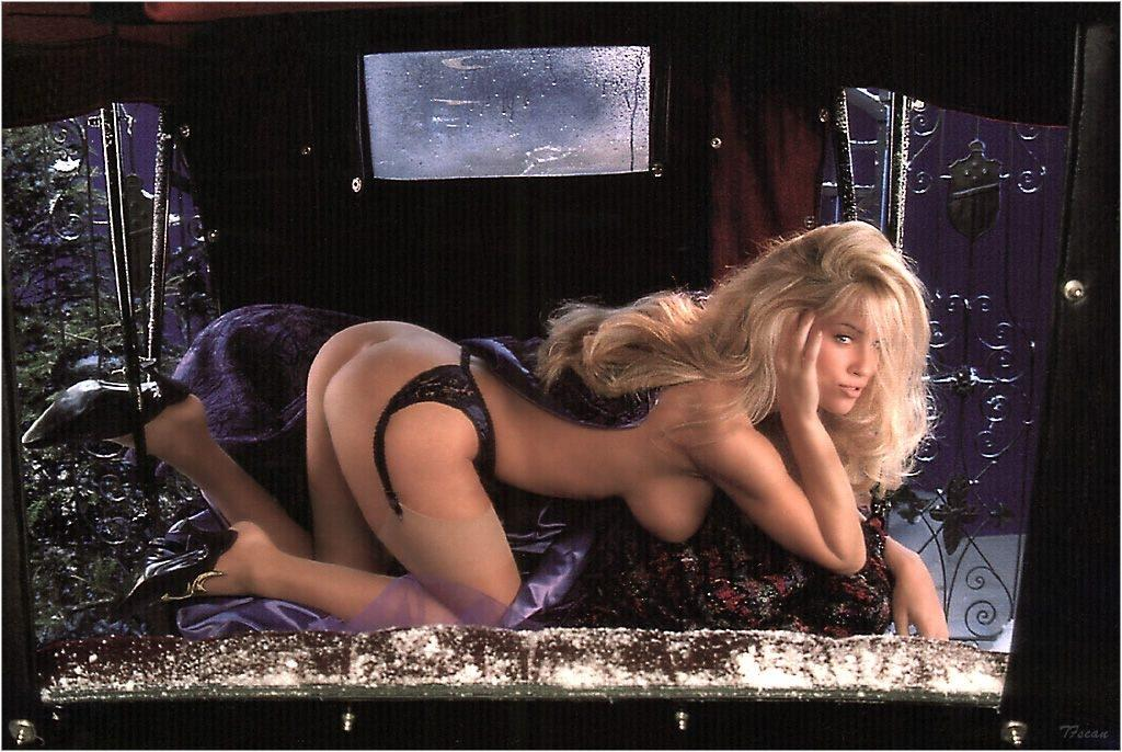 Jenny McCarthy Nude Sexy 1 1024x680045