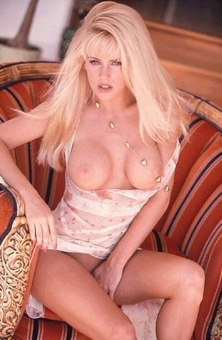 Jenny McCarthy Nude Sexy 1 1024x680050