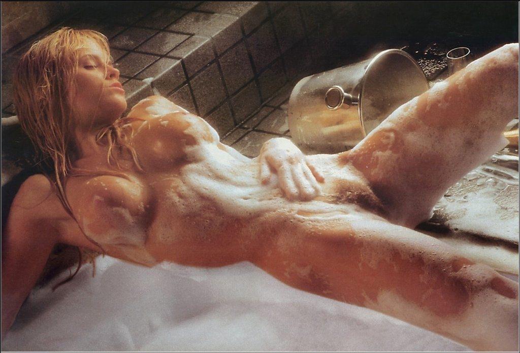 Jenny McCarthy Nude Sexy 1 1024x680086