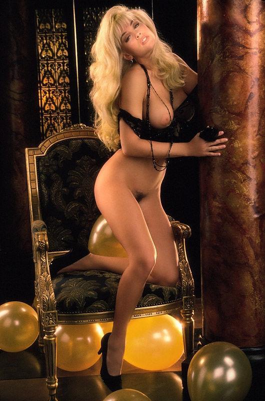 Jenny McCarthy Nude Sexy 1 1024x680092