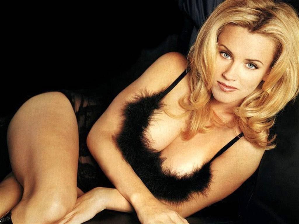 Jenny McCarthy Nude Sexy 1 1024x680098