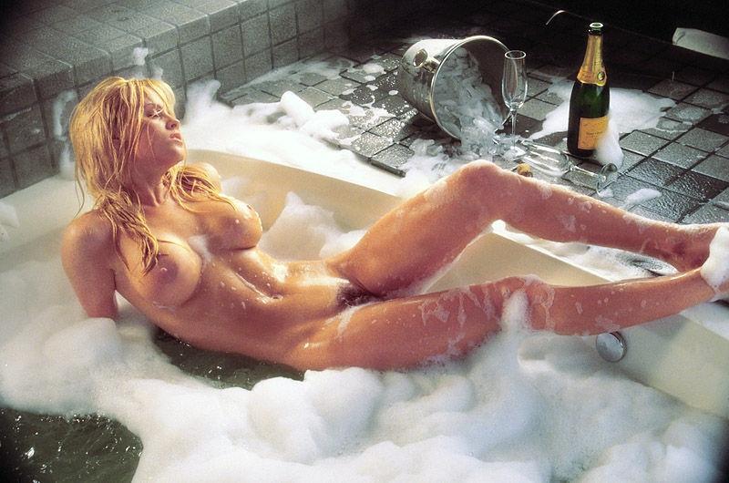 Jenny McCarthy Nude Sexy 1 1024x680101