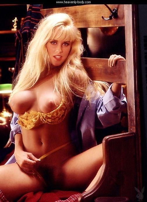 Jenny McCarthy Nude Sexy 1 1024x680139