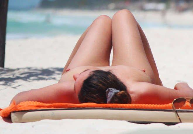 Kelly Brook Topless 02