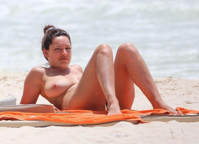 Kelly Brook Topless 07