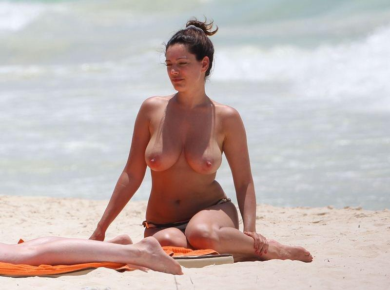 Kelly Brook Topless 08