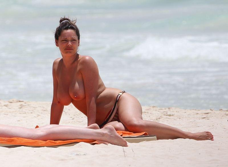 Kelly Brook Topless 09