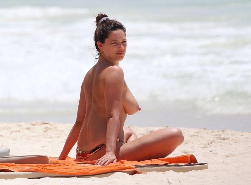 Kelly Brook Topless 11
