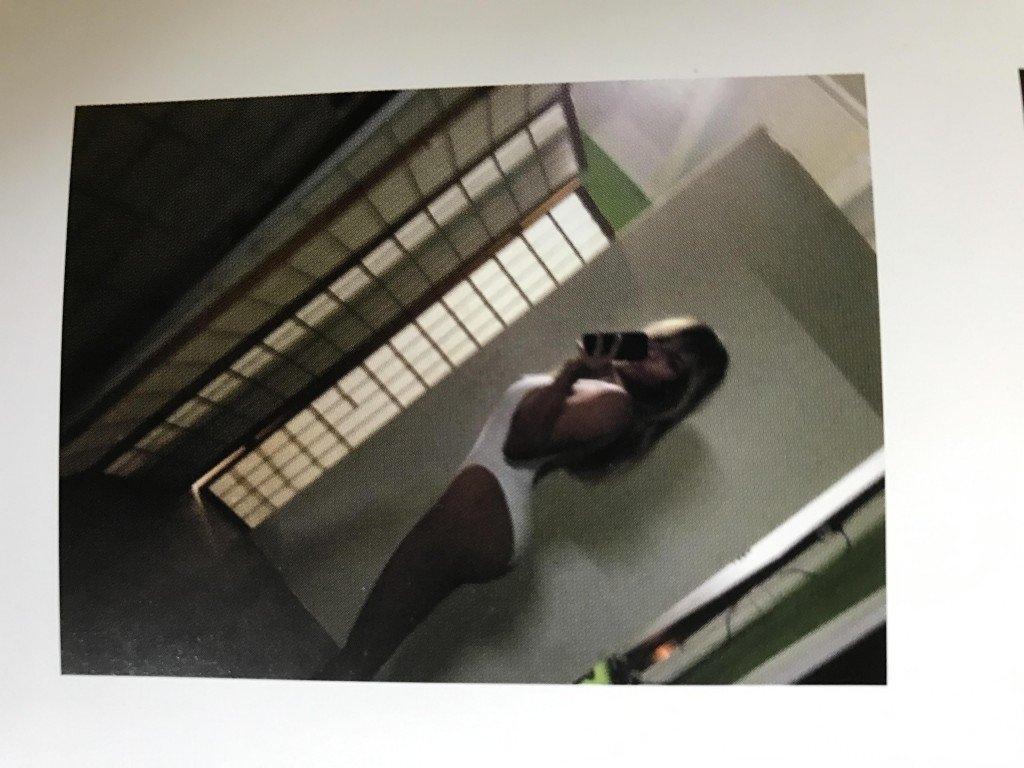 Kim Kardashian Selfies 1 768x1024049