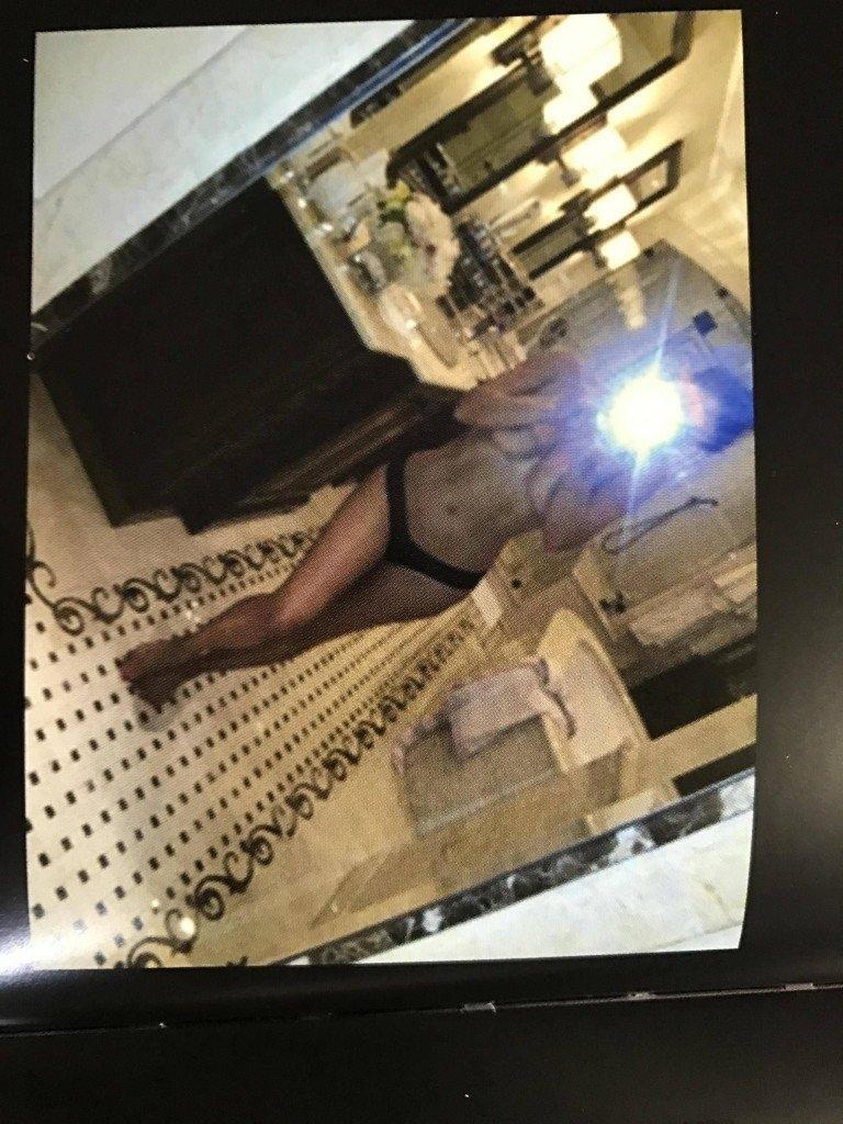 Kim Kardashian Selfies 1 768x1024076
